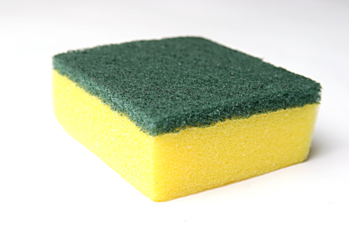 Cómo limpiar una esponja en un microondas