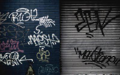 ¡Di adiós a los grafittis del escaparate de tu negocio esta Navidad!